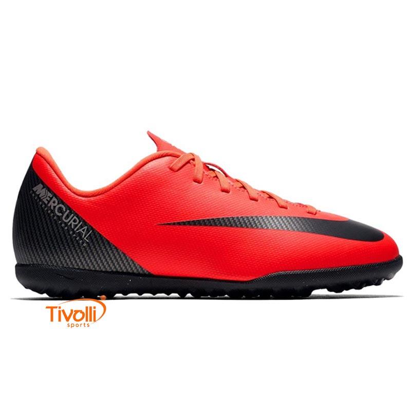 8a97a2fd14313 Chuteira Nike Vapor 12 > Club CR7 Infantil TF Society >