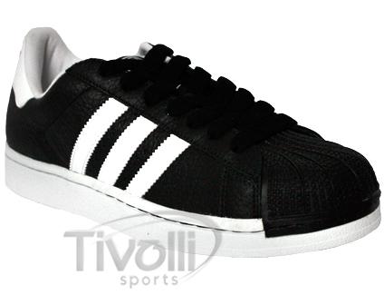 cde402b3ae2 Tênis Adidas Superstar - PRODUTO DE EXPOSIÇÃO COM VARIAÇÃO DE COR preto com listras  brancas