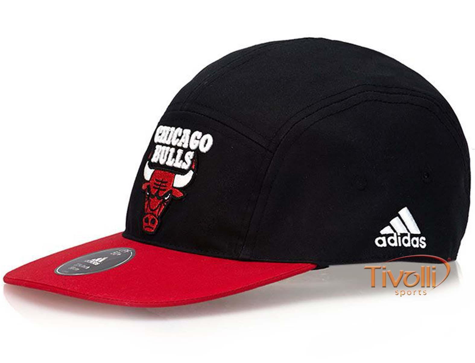 4f90af51c14a8 Boné Adidas Chicago Bulls NBA Aba Reta   Preto e Vermelho